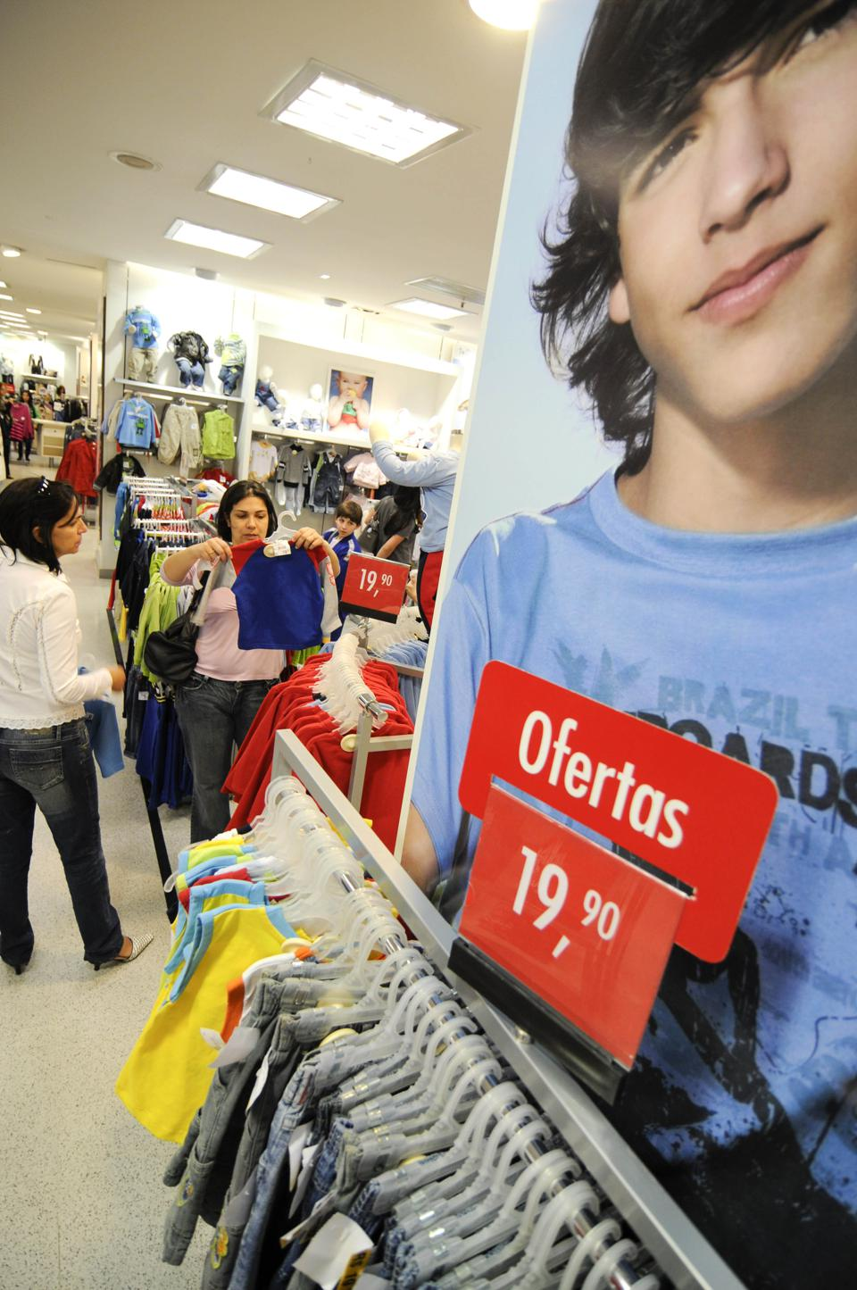 people at RENNER store , Morumbi «s Mall on May 6th, 2008 Renner