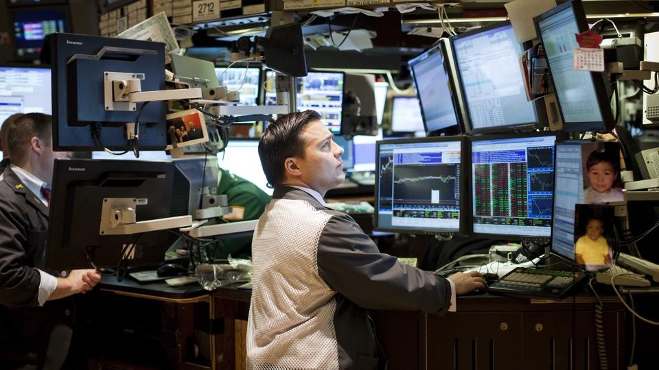 U.S. Stocks Fluctuate As Banks, Industrial Companies Retreat