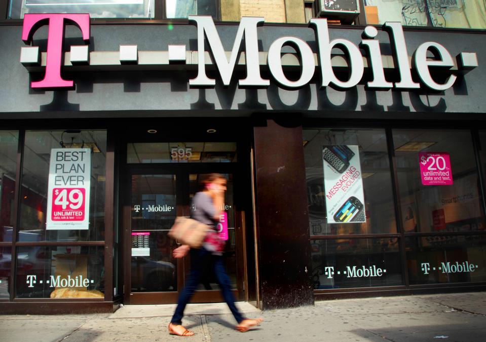 U.S Files Antitrust Complaint to Block AT&T, T-Mobile Deal