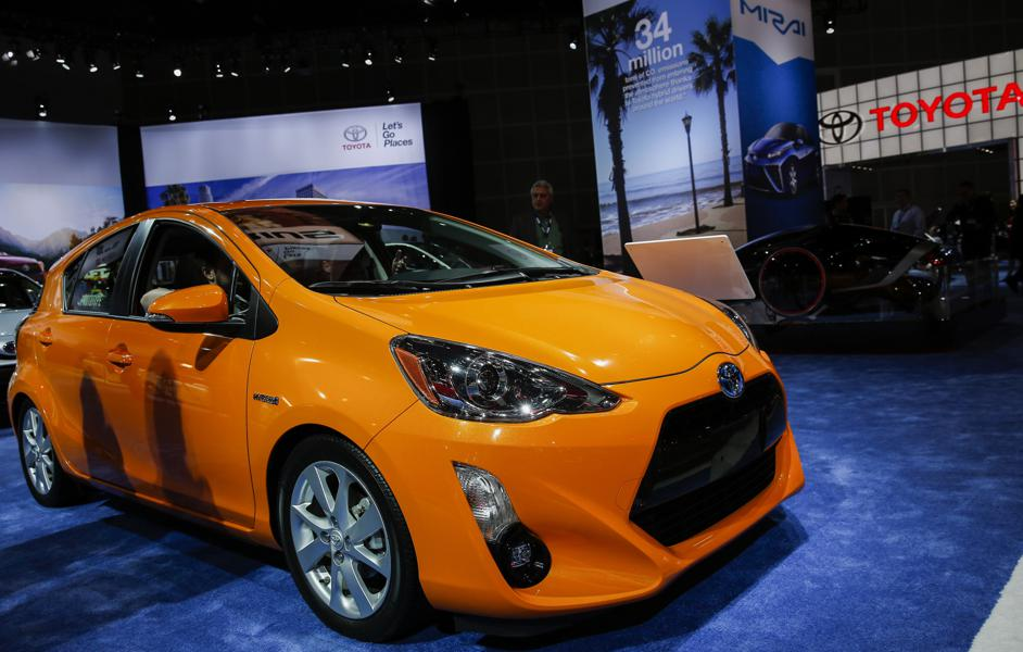 small car hyundai veloster in photos 18 red hot lease deals under 200 month forbes. Black Bedroom Furniture Sets. Home Design Ideas