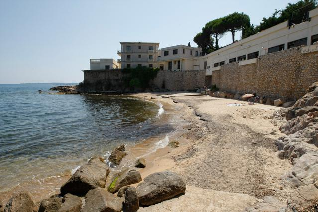 French Riviera Beach Taken Over by Saudi King Triggers Public Outrage