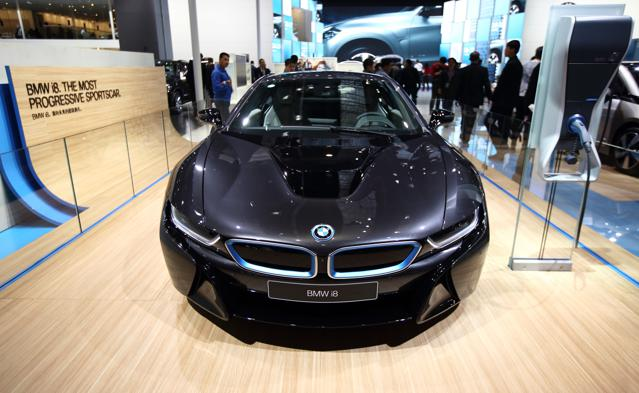 Electric Car Prospects Stall, Awaiting Promised Battery Improvements