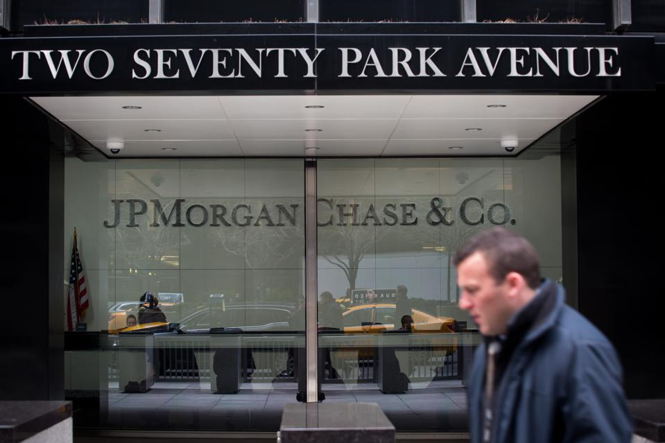 JPMORGAN CHASE EARNS