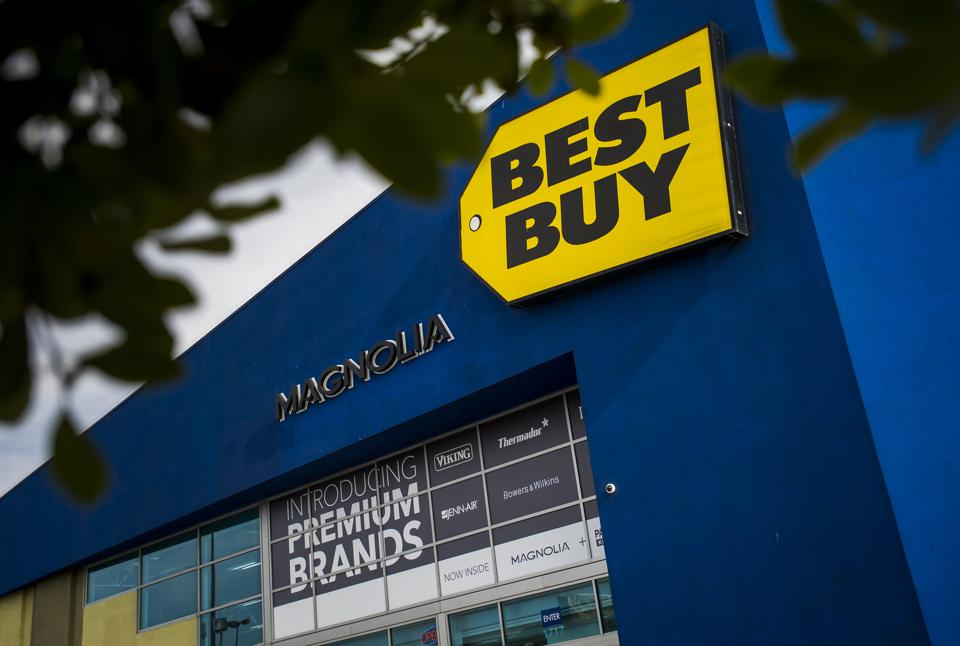 In Its Battle With Amazon, Best Buy Gets A Fighting Chance From Shoppers