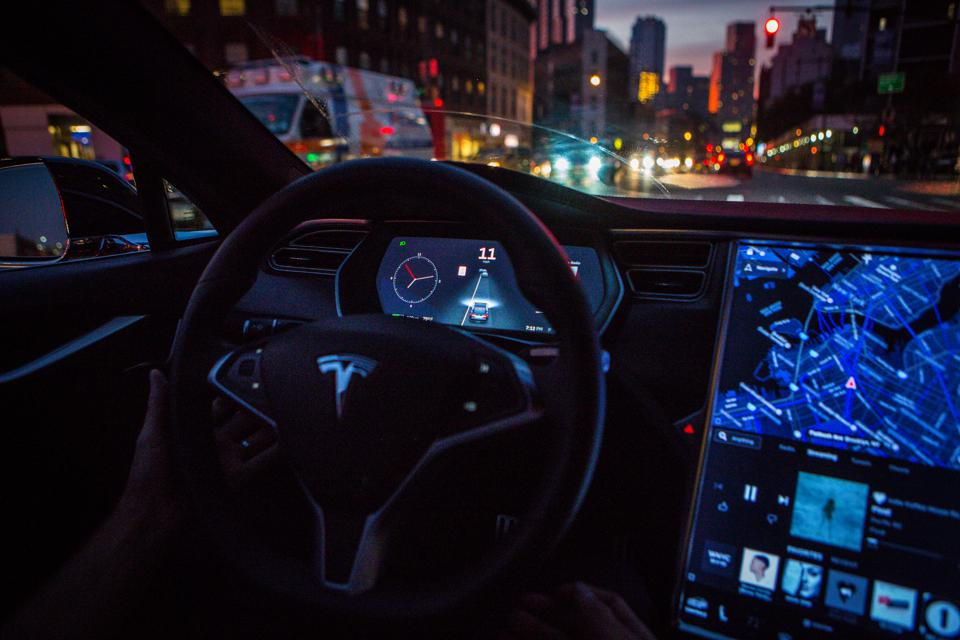 Coming Release Of Tesla Autopilot 'Red Light' Auto-Stopping Could Trigger A Self-Driving Downward Spiral