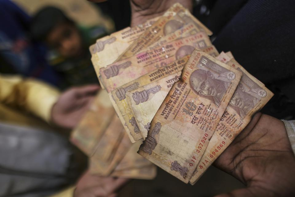 Ten rupees Indian banknotes (Photographer: Dhiraj Singh/Bloomberg)