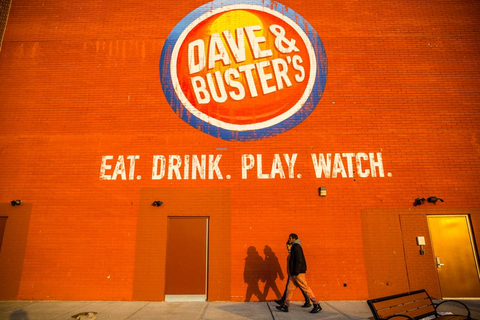 DAVE & BUSTER'S EARNS