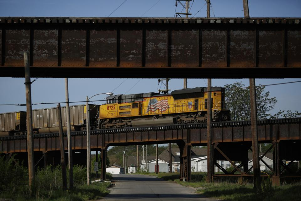 UNION PACIFIC EARNS