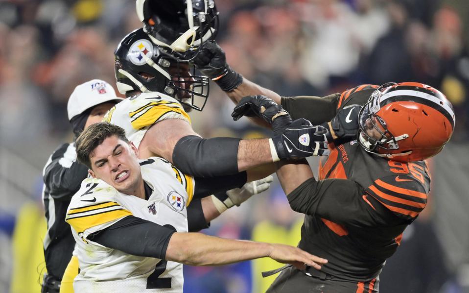 APTOPIX Steelers Browns voetbal