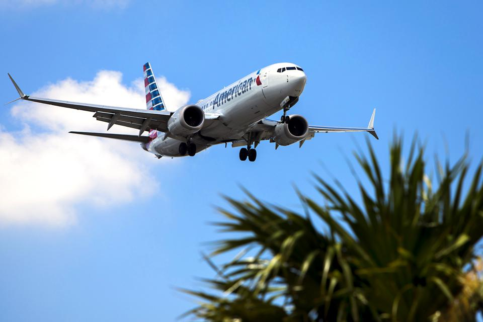 American Boeing 737 Approaches MIA