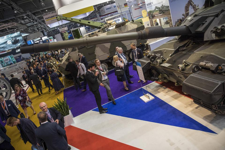 Attendees look at a Challenger II tank manufactured by Rheinmetall, during the DSEI exhibition at the ExCel Centre in London, UK, on September 11, 2019. (Photo: Simon Dawson/Bloomberg)