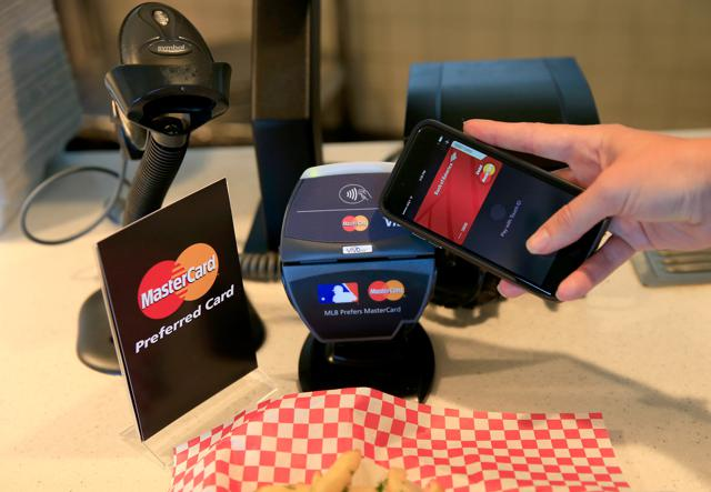 Why Is Almost No One Using Apple Pay?