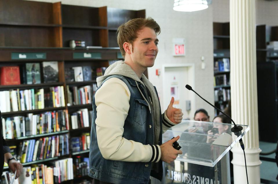 Shane Dawson Promotes His New Book ″I Hate Myselfie: A Collection of Essays by Shane Dawson″