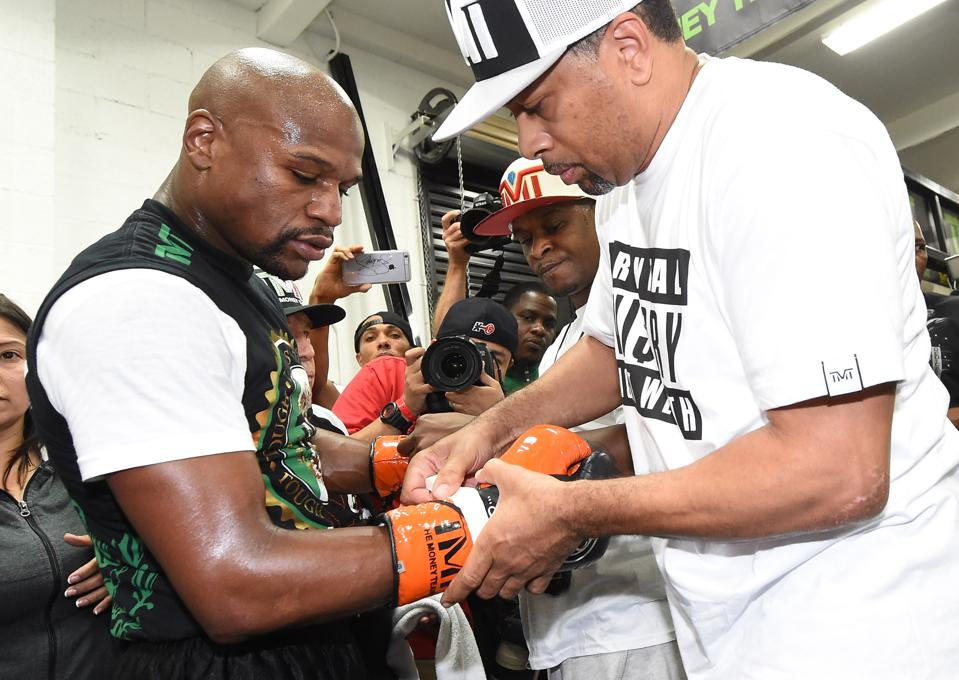 Floyd Mayweather, Conor McGregor Now To Use 8-Ounce Gloves ...