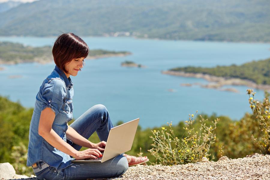 Travel The World: Top 30 Companies Hiring Freelancers