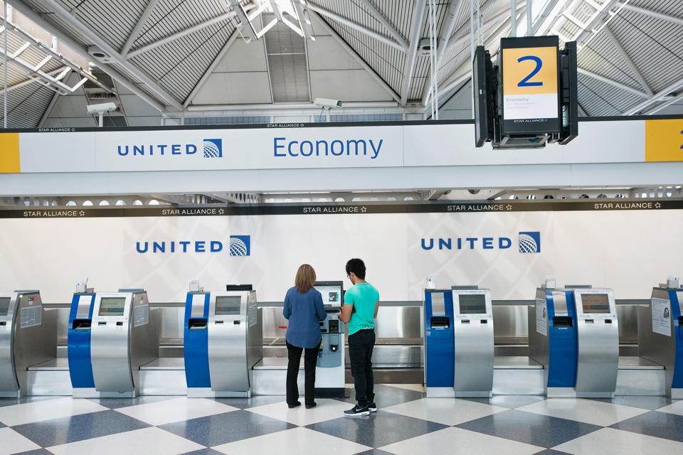 United Airlines Announces Lower Fares -- But They'll Cost You
