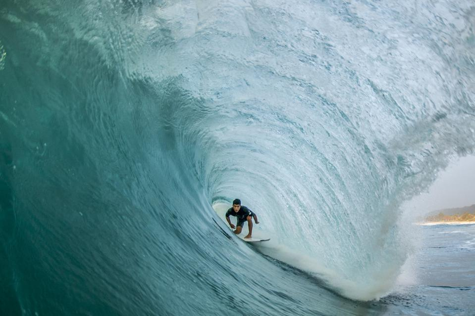 Tunnel Vision, Oahu, surfing