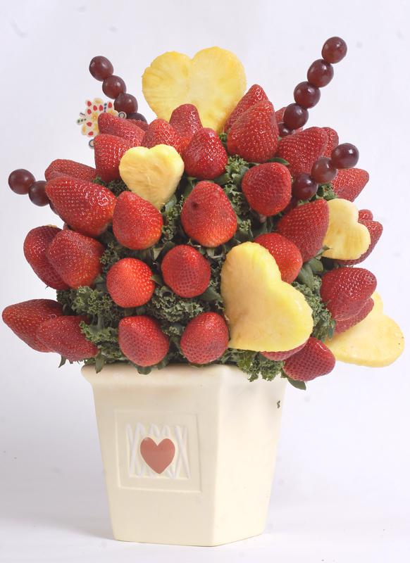 FOOD: Edible Arrangements items for Valentine alternatives.
