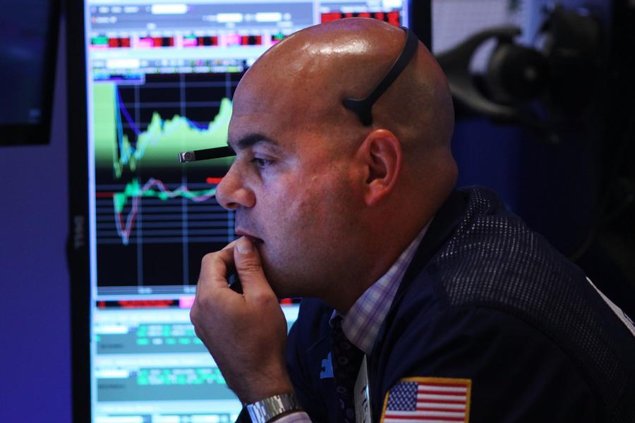 Top-Heavy Dow, Apprehensive Bond Investors Warn Of A Deeper Market Decline
