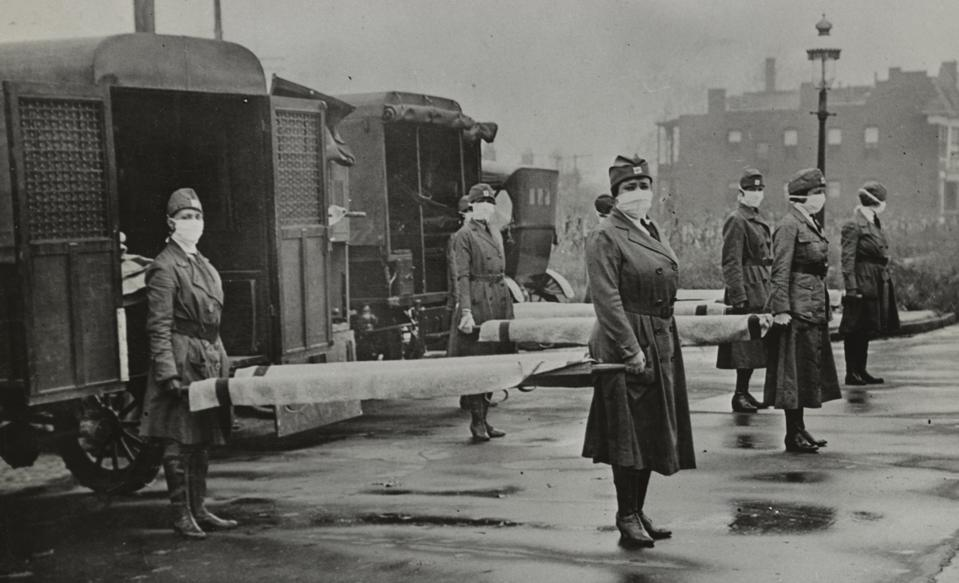 St. Louis Red Cross Motor Corps on duty during the American Influenza epidemic. 1918.