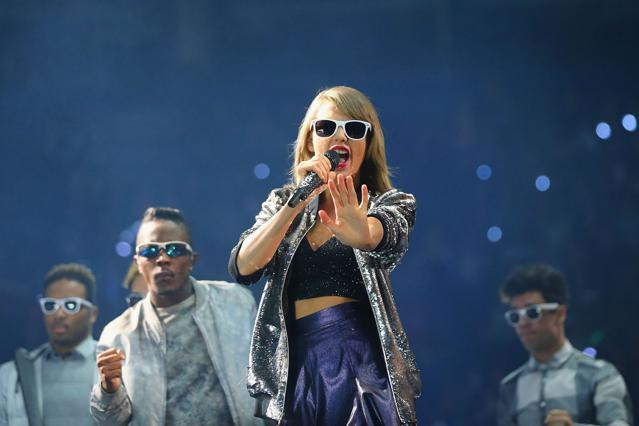Sorry Internet, Taylor Swift Isn't Going To Earn $365 Million This Year