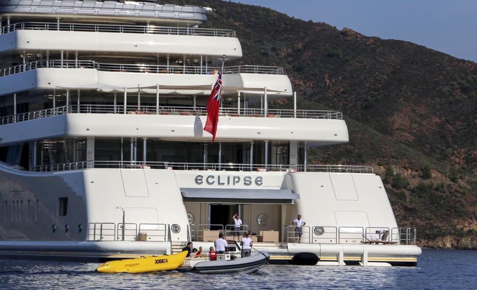Roman Abramovich's yacht ″Eclipse″ anchors in Turkey