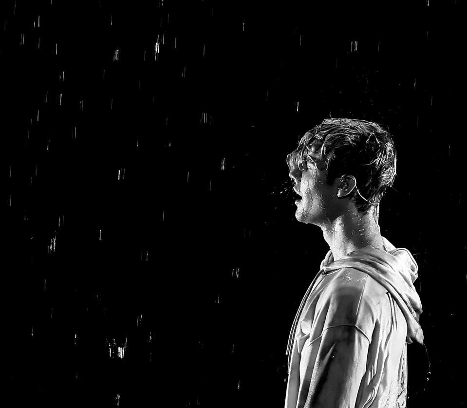 Bieber Begins 2016 Atop The British Singles Charts