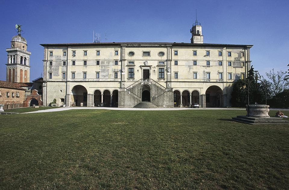The rear facade of the castle of Udine...