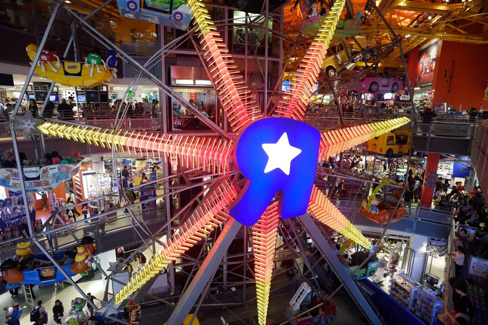 Toys R Us Times Square : The real reasons toys r us quit times square