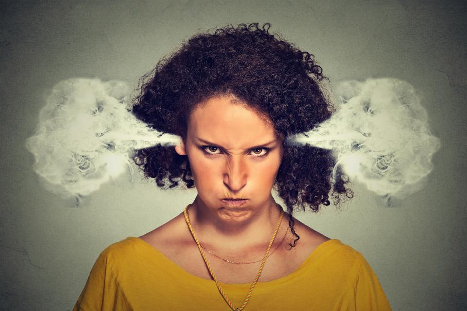 غاضب العملاء مع البخار يخرج من الأذنين