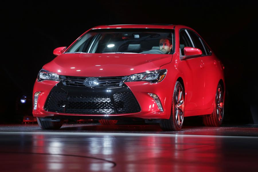 midsize car toyota camry in photos 18 red hot lease deals under 200 month forbes. Black Bedroom Furniture Sets. Home Design Ideas