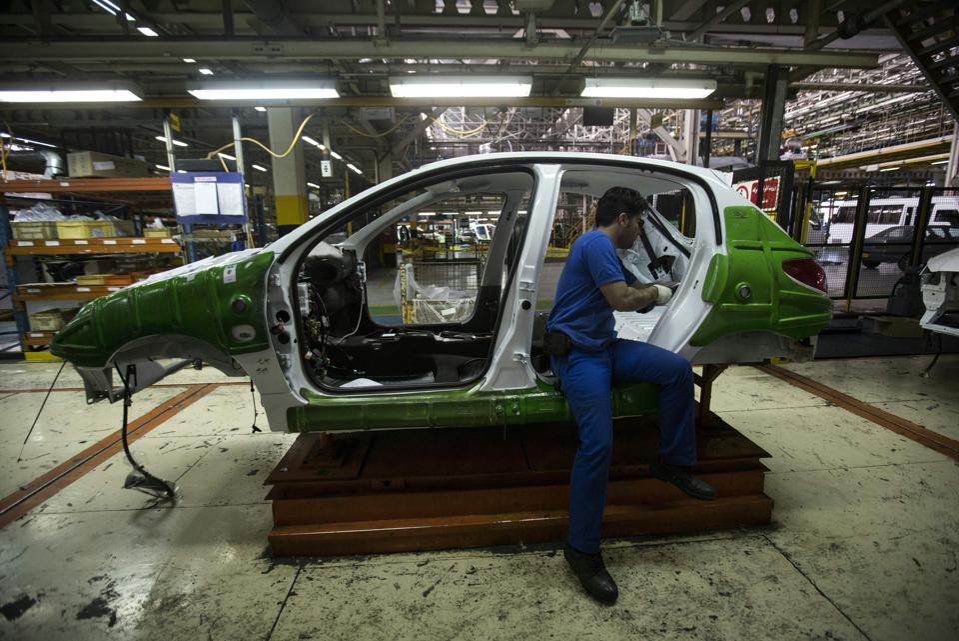IRAN-FRANCE-ECONOMY-AUTO