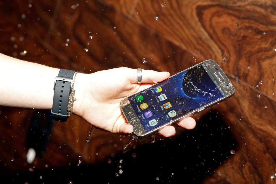 Samsung Doubles Its Critical Advantage Over Apple