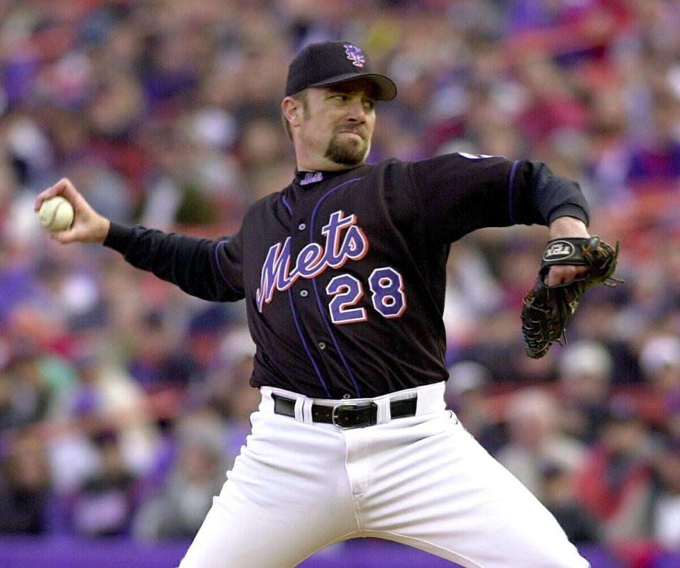 New York Mets right handed pitcher Bobby Jones thr