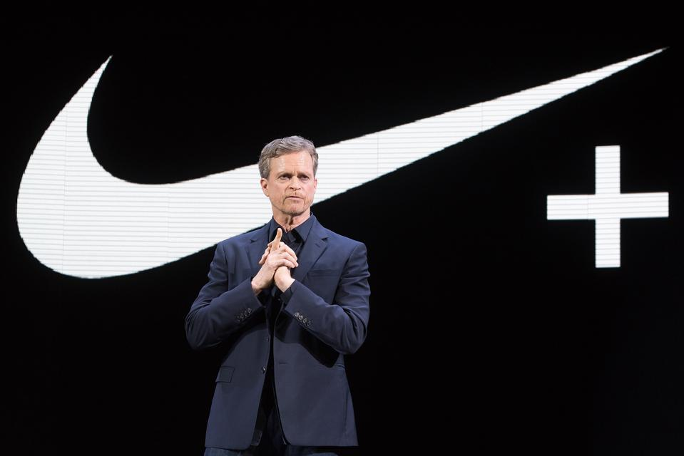Fácil Inspección habla  Nike's CEO Mark Parker Is Stepping Down