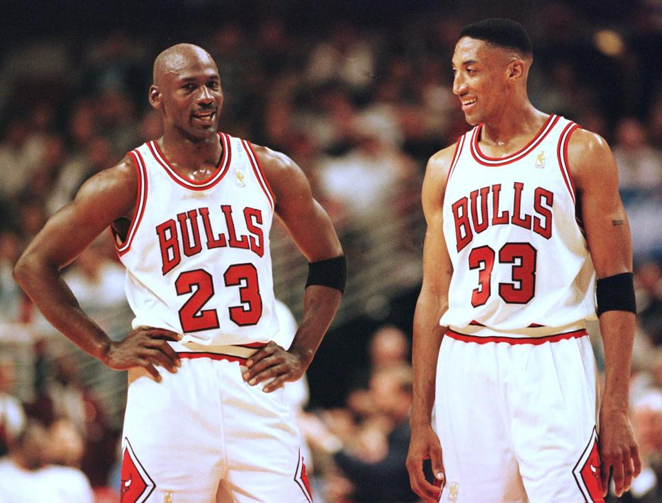 Michael Jordan (L) and Scottie Pippen (R) of the C