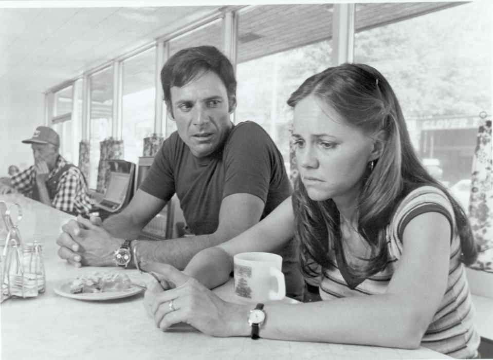 Sally Field & Ron Leibman In ″Norma Rae″