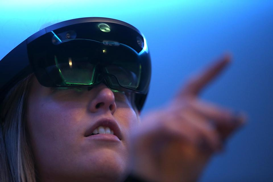How Augmented Reality And IoT Will Recreate Business Environments