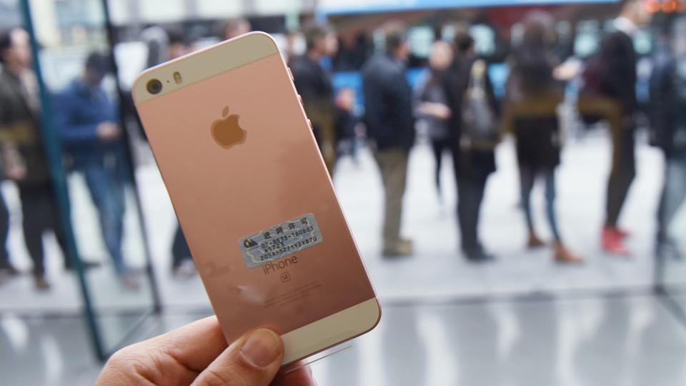 iPhone SE Launches In China