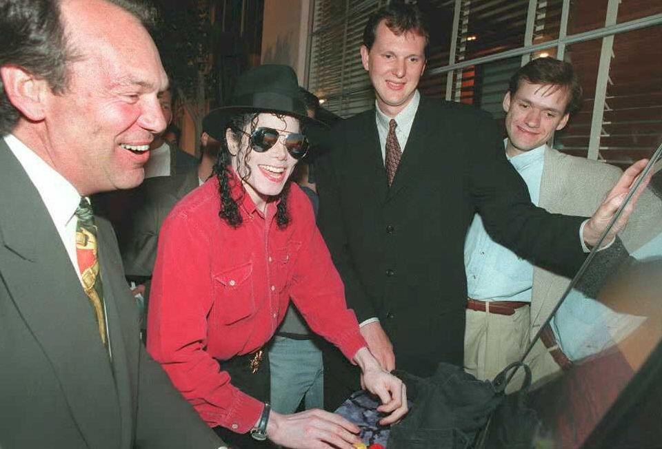 US singer Michael Jackson plays Sony PlayStation at E3 1995.