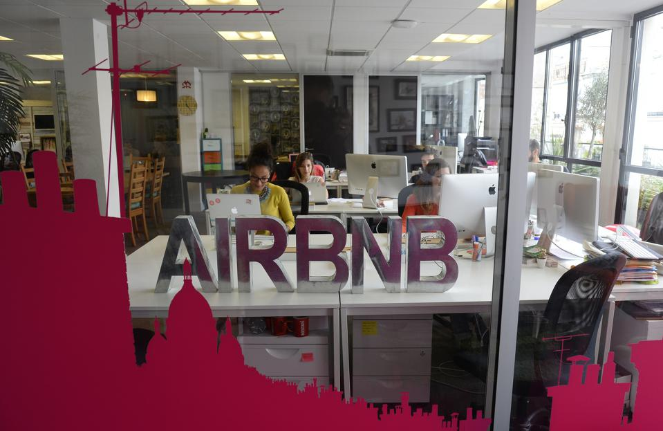 France - Airbnb takes over Paris