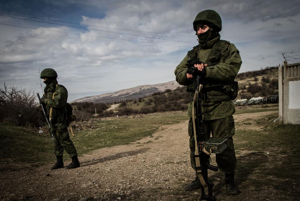 Russian special forces block bases in Crimea