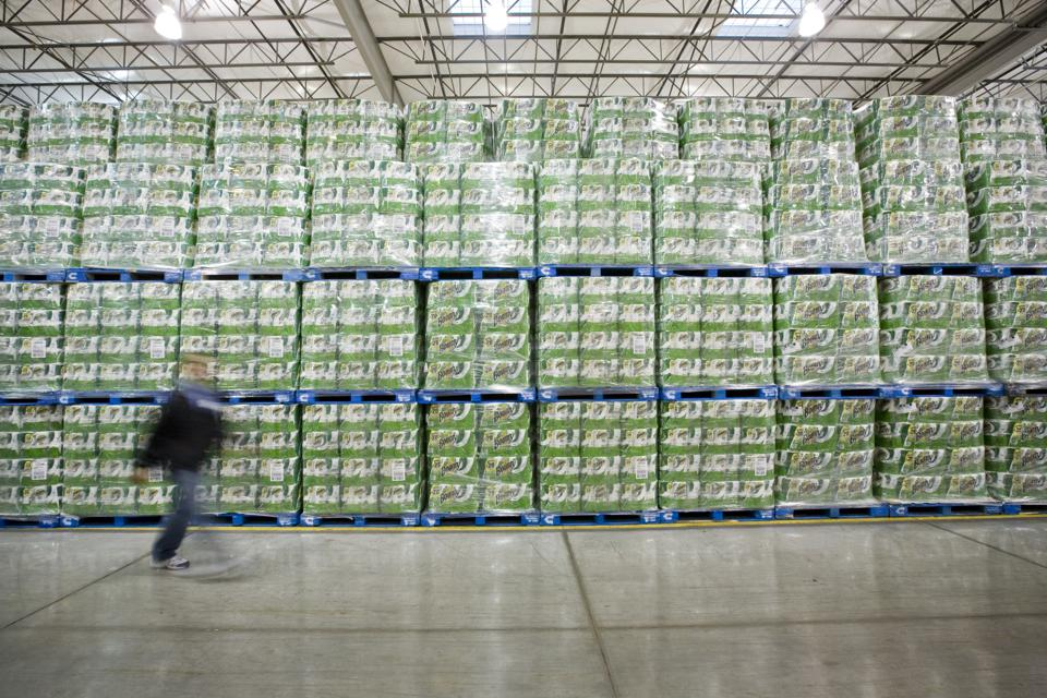 USA - Business - Costco Distribution Center - Paper Towels