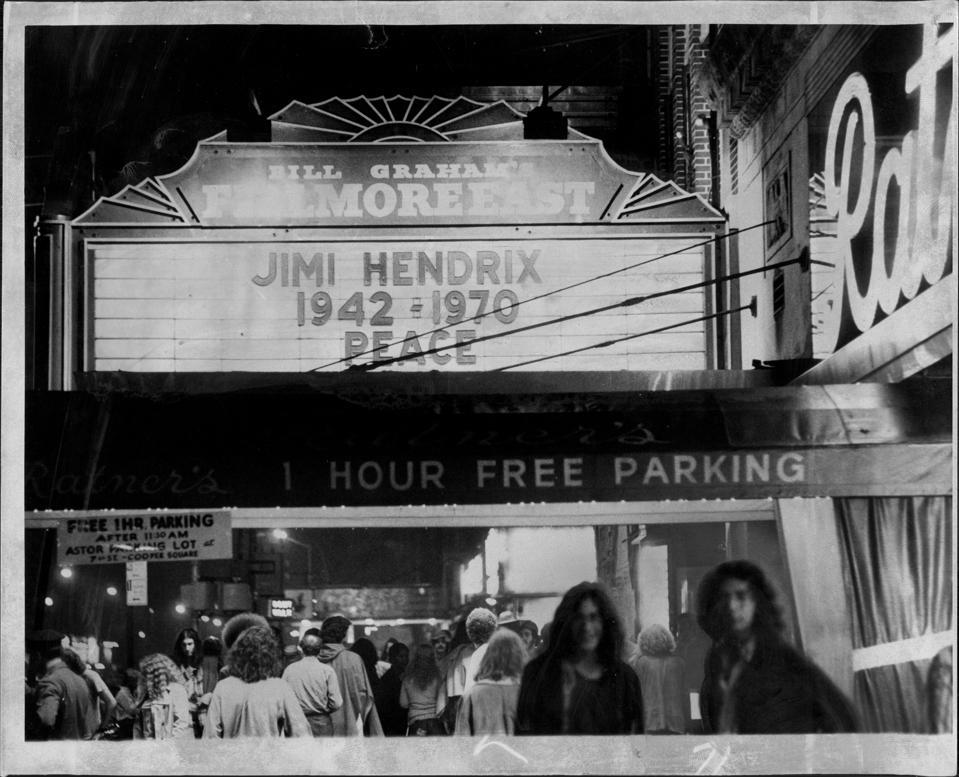 Fillmore East Marquee Announces Death of Guitarist Jimi Hendrix