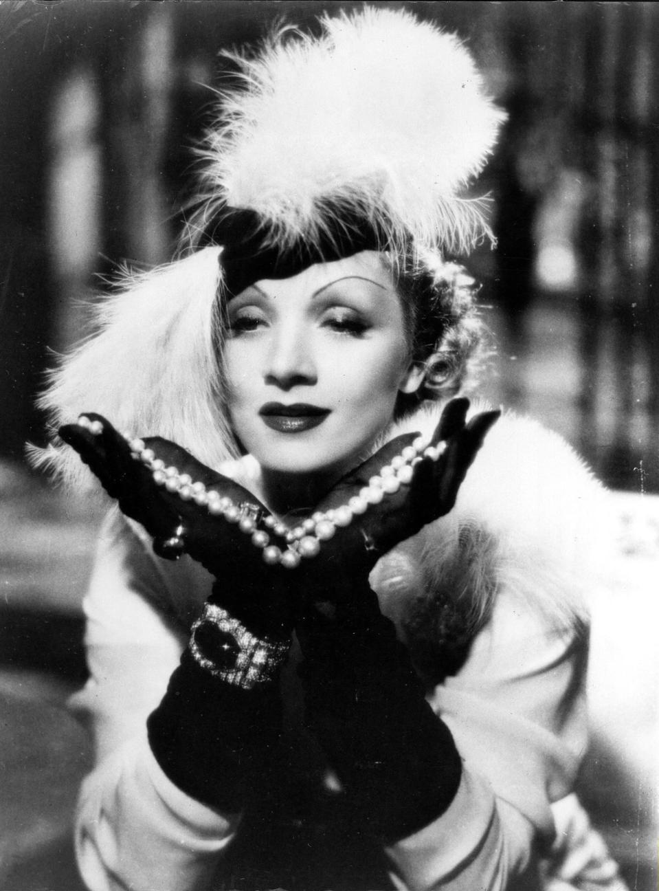 Dietrich, Marlene - Actress, Germany -   (*27.12.1901-06.05.1992+)   Scene from