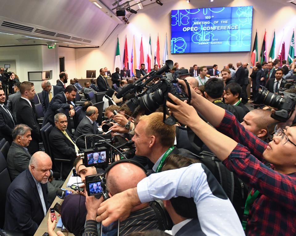 Iran Defies, Then Keeps OPEC Guessing