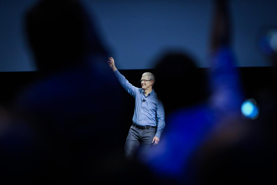 iPhone Weakened By Apple's Hesitation Over Risking New Technology