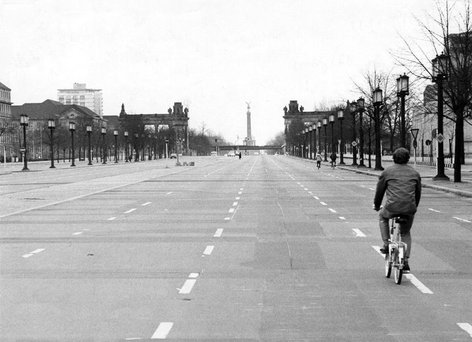 Fahrverbote, Ölkrise, Deutschland: Strasse des 17. Juni, Berlin, 25.11.1973
