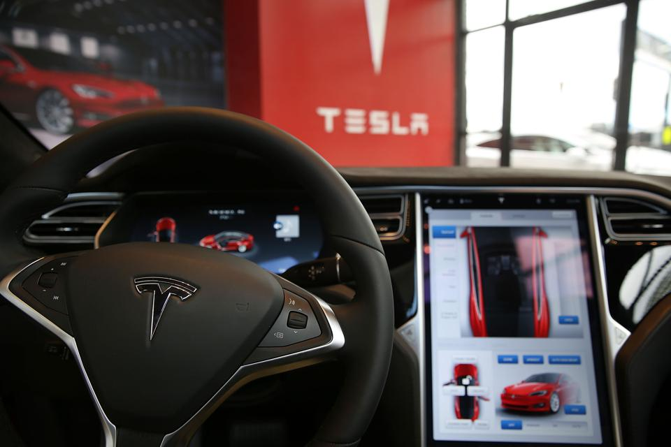 Software Is The Last Obstacle To Fully Autonomous Vehicles, Elon Musk Says