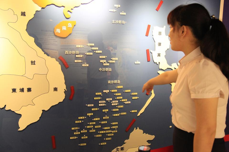 Citizens Visit Nanjing Ocean National Defense Education Museum